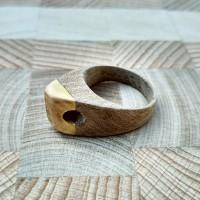 Кольцо из дерева /орех, яблоня/