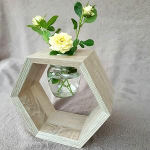 Полка Сота с вазой